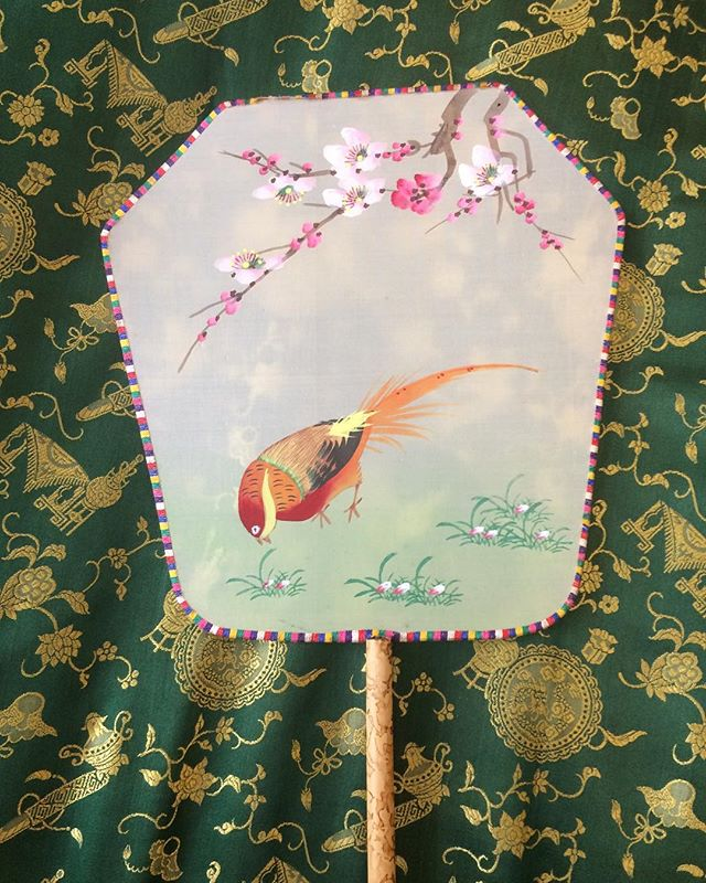 How's everyone faring in the heat?! Why not cool off with this beautiful vintage hand painted silk fan?