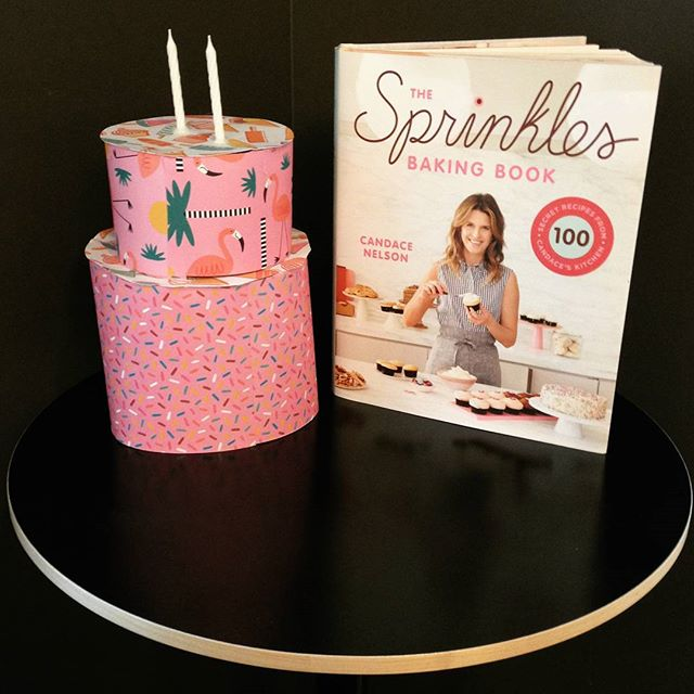 Happy book birthday to THE SPRINKLES BAKING BOOK! Now we can all make at home cupcake favorites and desserts from the pastry chef and creator of @sprinklescupcakes. . . . #sprinklescupcakes #bookstagram #desserts #cupcakes #baking #recipes #cookbooks #tbr