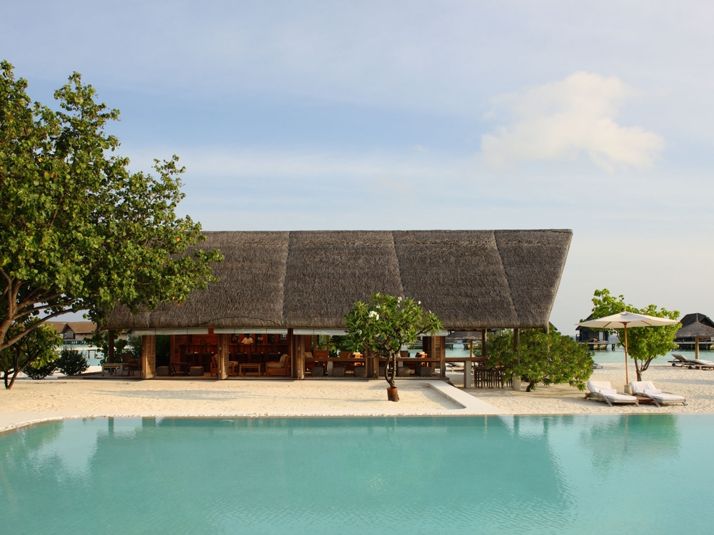 cocoaisland_bkg_faru_bar_pool.jpg