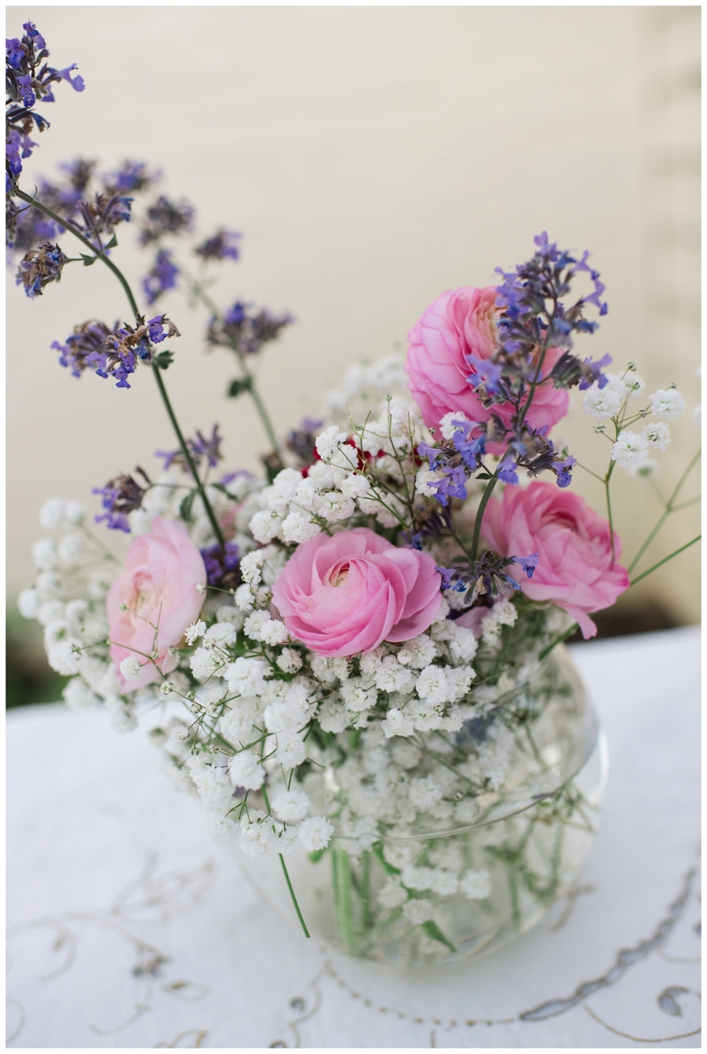 summer backyard wedding flowers