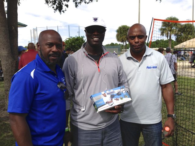 Linc, Delino and MLB All-Star Mike Cameron!  Mike likes the Pro Cuffs™ for hitting and fielding!.jpg