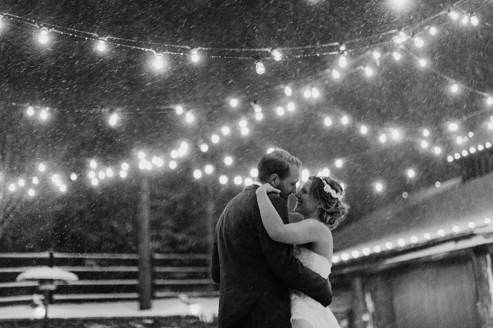 wedding portarit snow snowfall colorado destination wedding