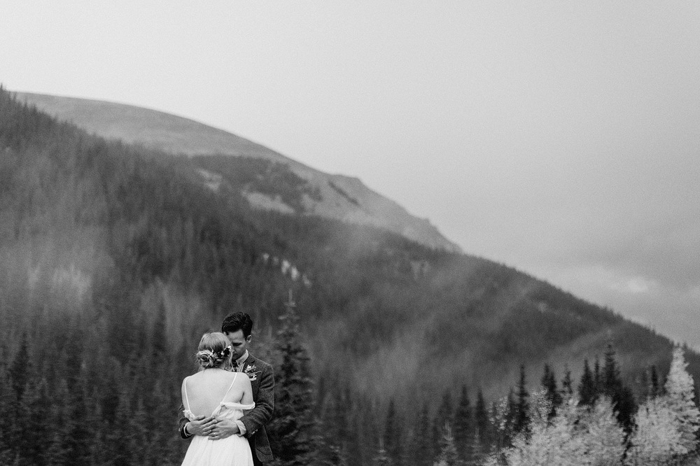 foggy colorado wedding potrait rocky mountain national park