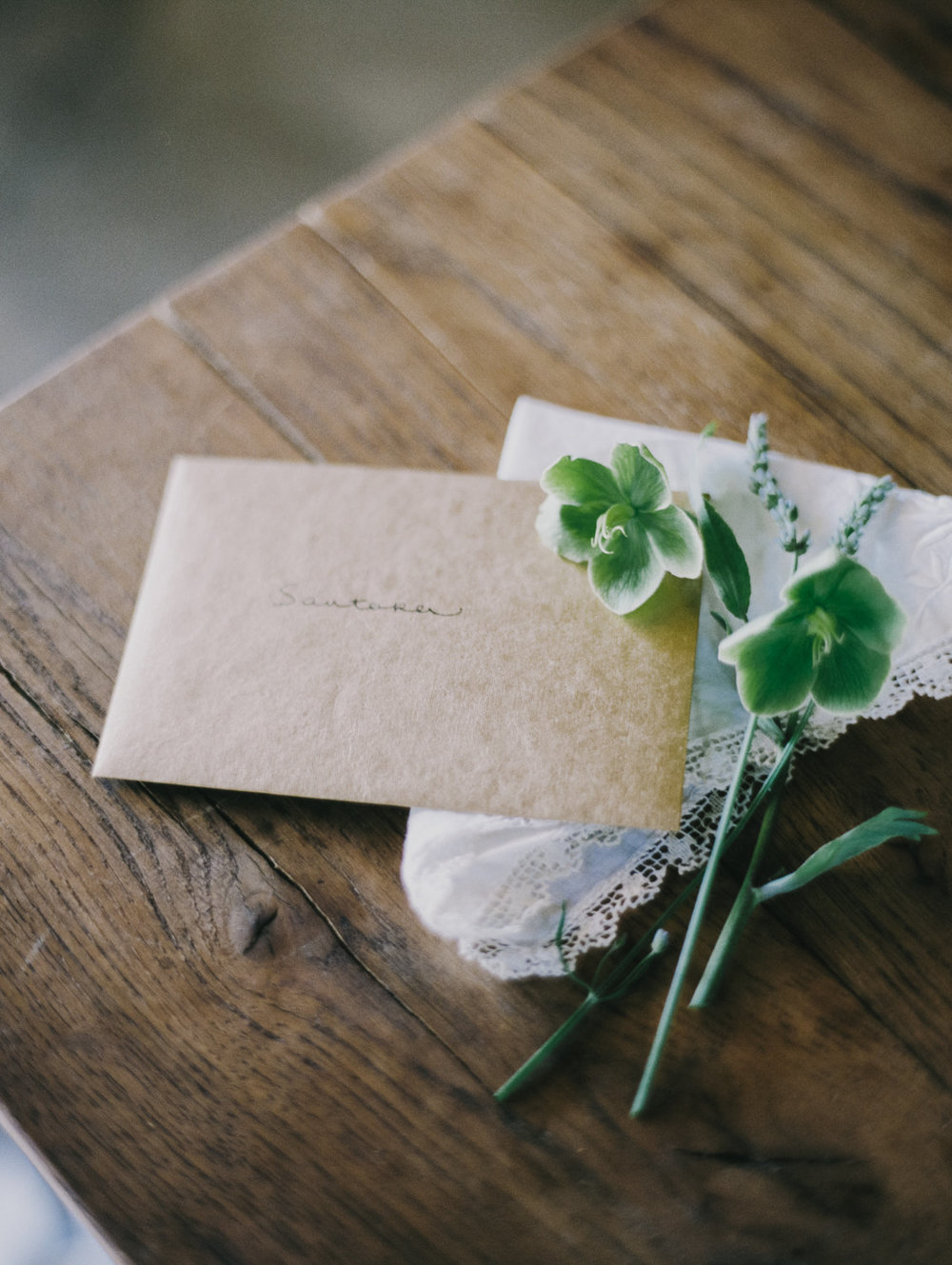 We always leave a note to the bride thanking her for letting us be a part of her special day, listing all the flowers that are in her bouquet, and we often leave behind a vintage hankie to wipe the stems dry.
