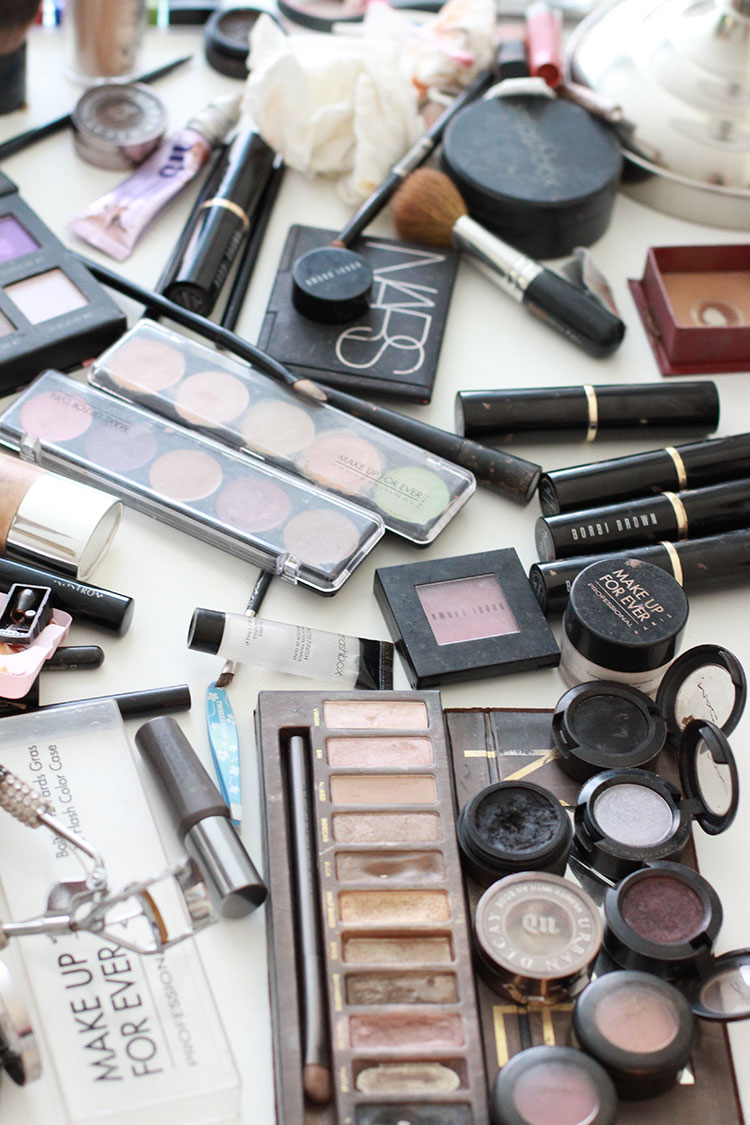 Sam purchases all of her own products & mainly uses Makeup Forever, Bobbi Brown, and Urban Decay.