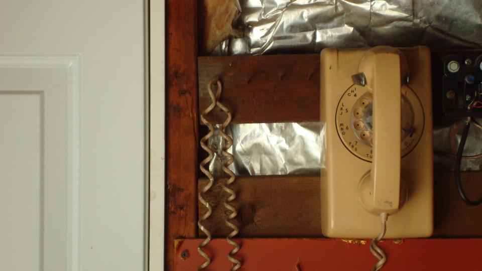 garage rotary phone.JPG