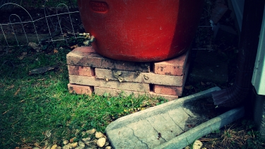 prop up rain barrel