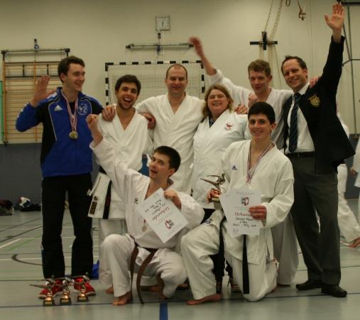 stolze Sieger (v.l.n.r.): Patrick, Sören, Johann, Oliver, Petra, Sascha, Jens und Sven
