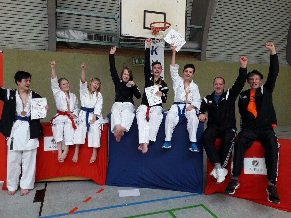 Geschafft! Das Team des Karate-Dojo Lübeck nimmt 5 Medaillen mit nach Hause