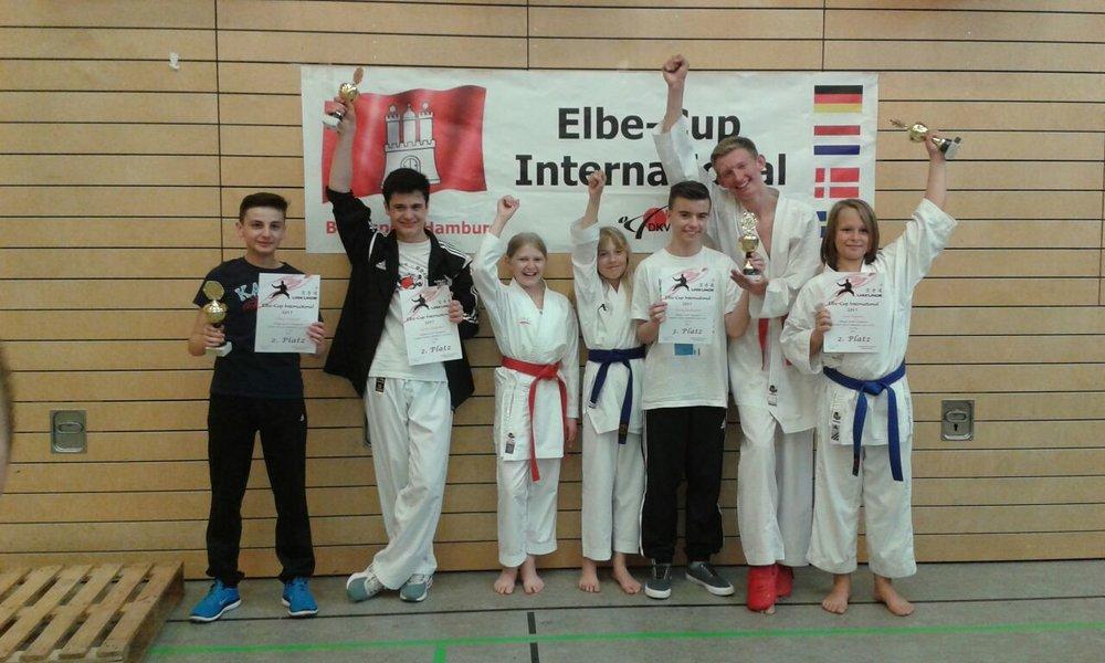 Die Sportler des Karate-Dojo Lübeck haben allen Grund zum Jubeln !