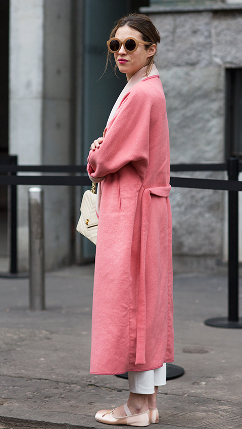 [[A pink coat shot by  The Sartorialist ///Pink lady, par  The Sartorialist ]]
