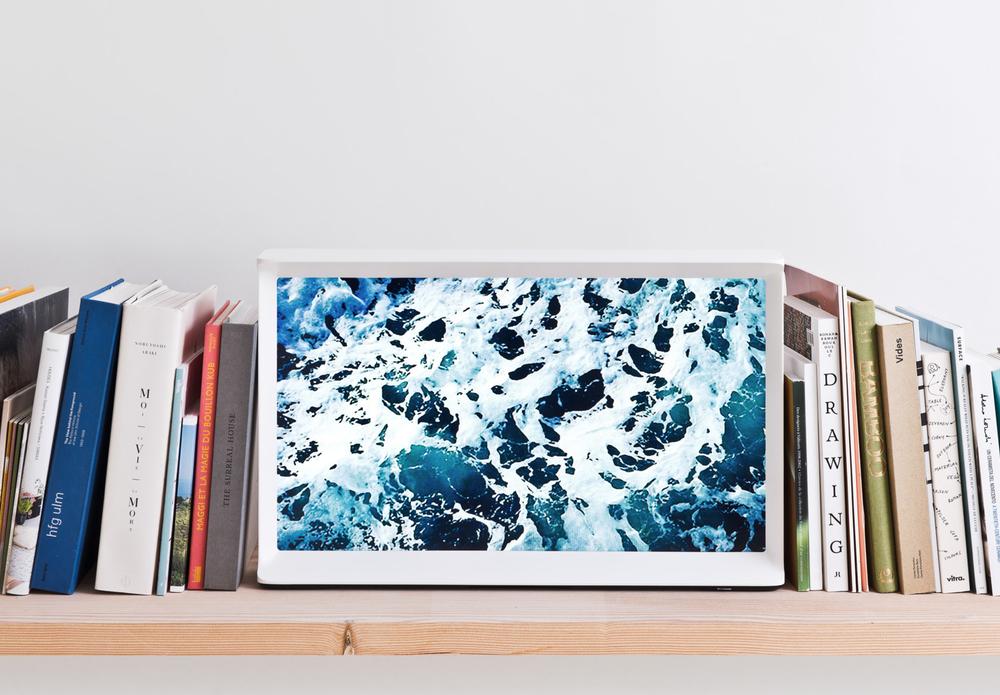 [[Serif TV by the Bouroullecs for Samsung///TV Serif par les frères Bouroullec pour Samsung]]