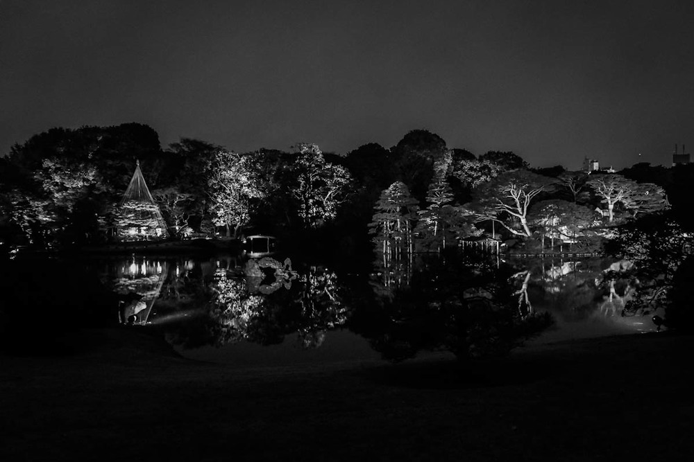 Rikugien at Night │ NEX-7 & SEL18200LE │ 18mm, 1/4, ISO 6400, f/3.5, Lightroom 4