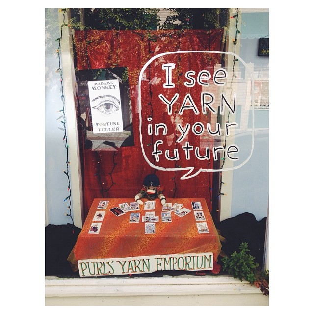 Spotted while traveling in Asheville, NC: window display that incorporates yarn and tarot cards. 🔮