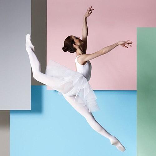 Soar...gracefully. || via @ ballet_design #womeninthearts