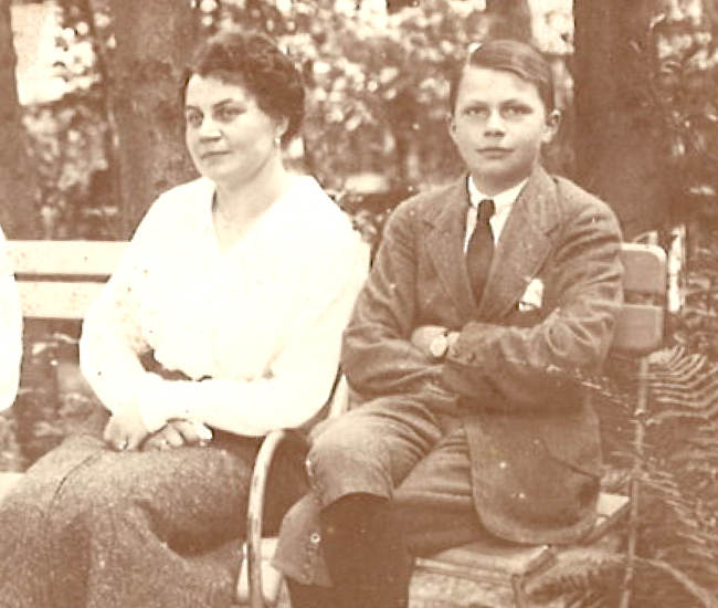 Here with his mother the Countess Maria Emmanuela Chotek von Hohneberg in 1914.