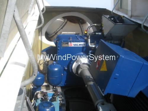 Vestas-V29-Wind-Turbines-Inside-Nacelle-500x375.jpg