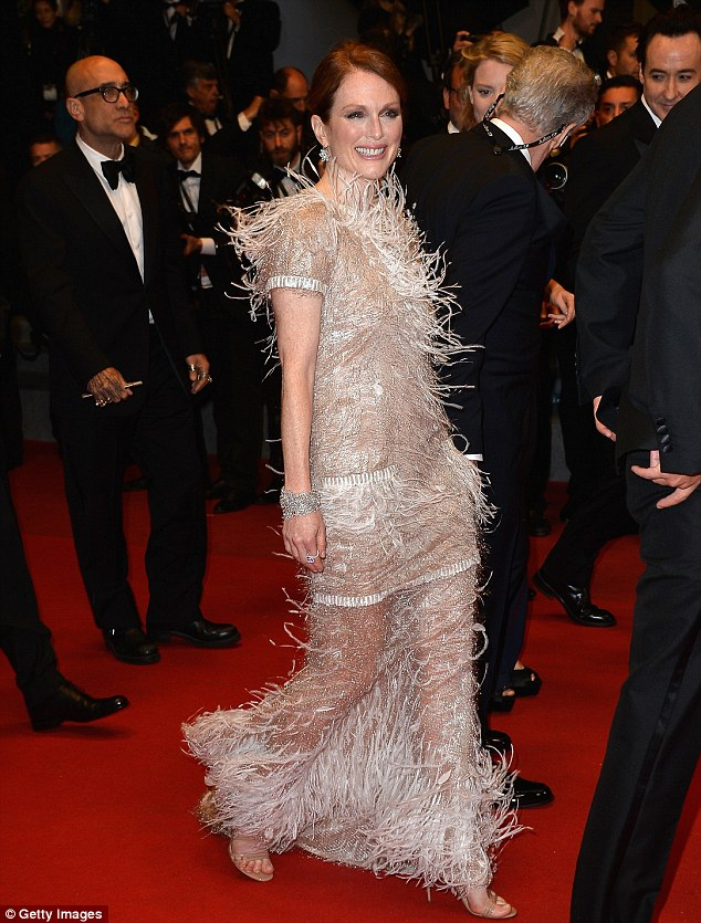 Julianne slays on the red carpet