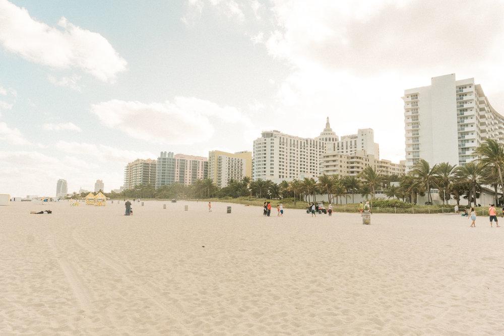 Miami_Beach_Street_37.jpg