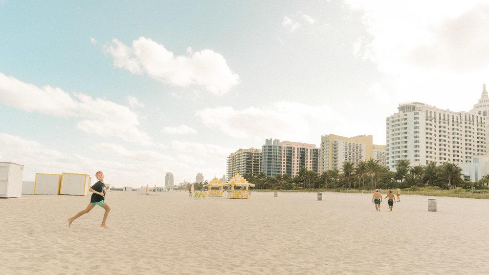 Miami_Beach_Street_41.jpg