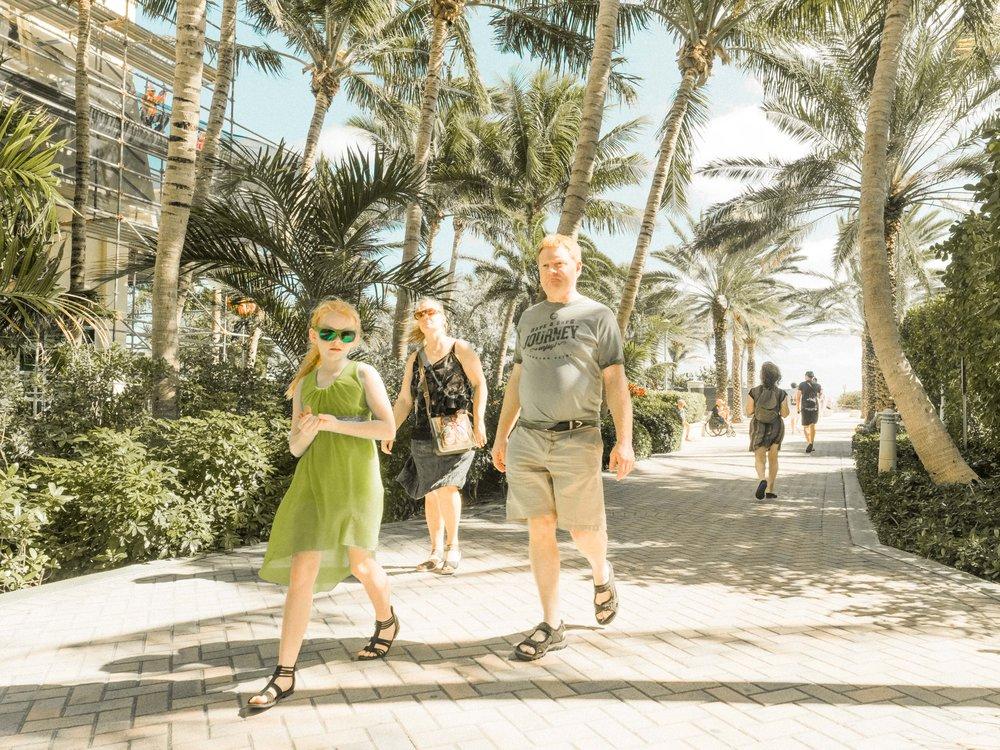 Miami_Beach_Street_51.jpg