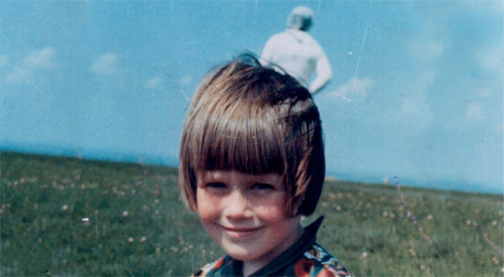 This is arguably one of the world's most well-known mysterious photographs. It was taken by Jim Templeton in Solway Firth in Cumbria, England. It was 1964 and Jim was with his family. He took pictures of them. In one of the photos he took of his daughter, a man, who looks like he was wearing a spacesuit, appeared to be standing behind her. According to Jim, there was no one else when he took this photo.