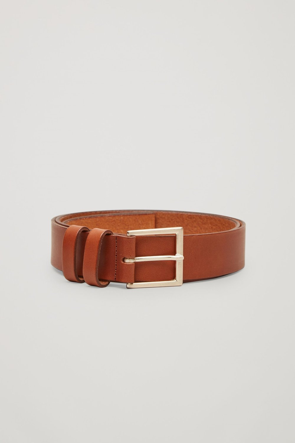 Tan Belt     I spent what seemed like forever trying to find the perfect tan leather belt - until I came across this one! I think the colour, style and the gold buckle are perfect for pairing with any pair of jeans. The good news is its only €29.