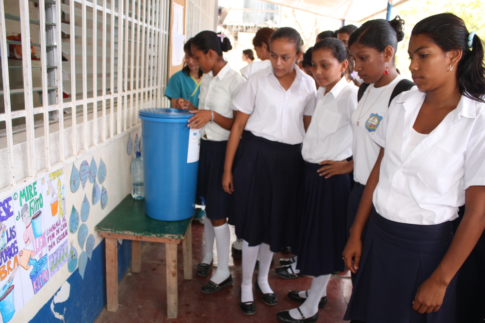 A health education lesson at Project Limón highlighting the effective use of water filters!