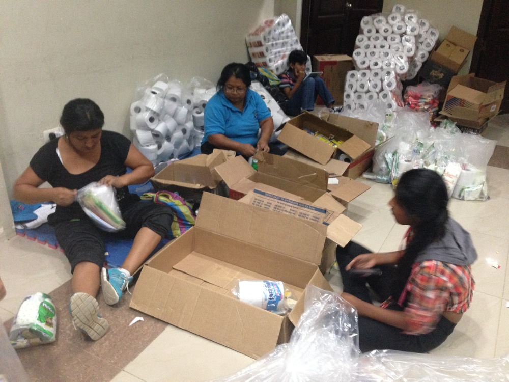Community members from Anconcito packing supplies.