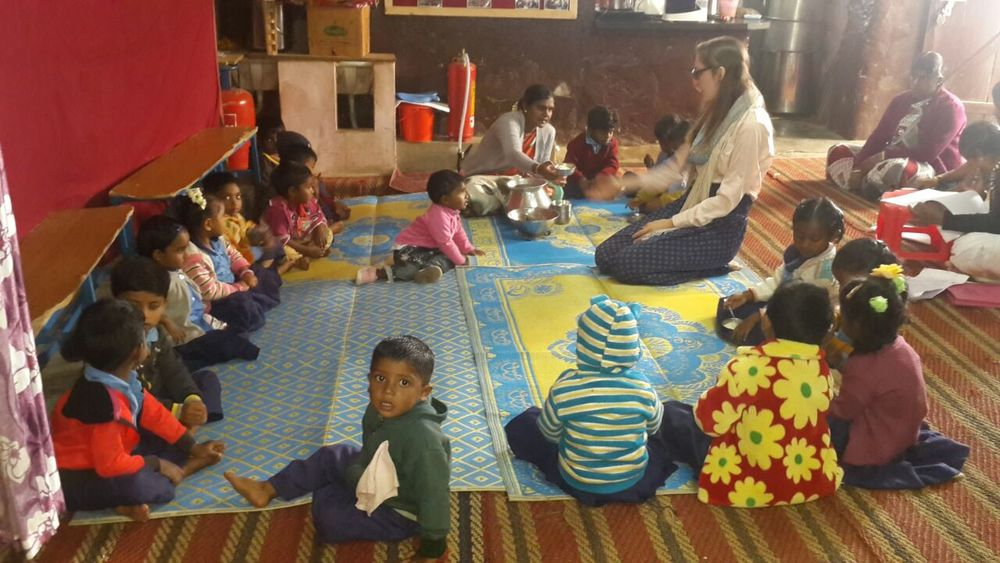 SIHF India  Fellows spend time with the creche children.