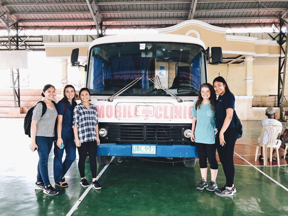 Health outreach and mobile clinics in the Philippines! Fellows helped bring access to medical care in medically underserved communities.