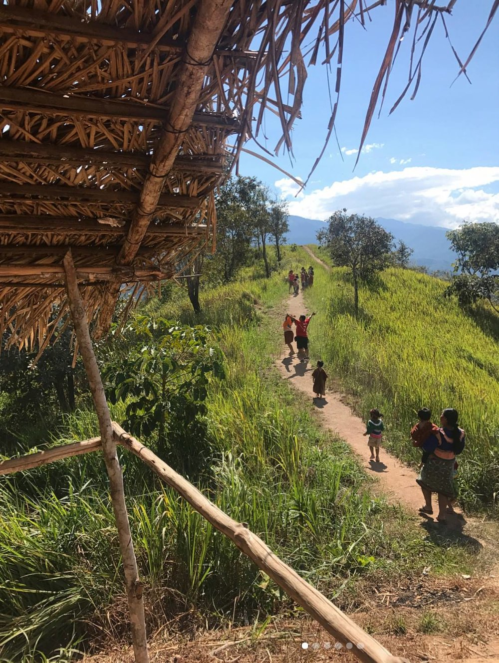 SIHFers went on weekly hikes up mountains to provide health education with youth in Shawan Rama - a local indigenous community in the mountainous region of Chanchamayo, Peru.