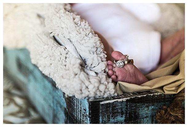 White-Baby-Newborn_0021.jpg