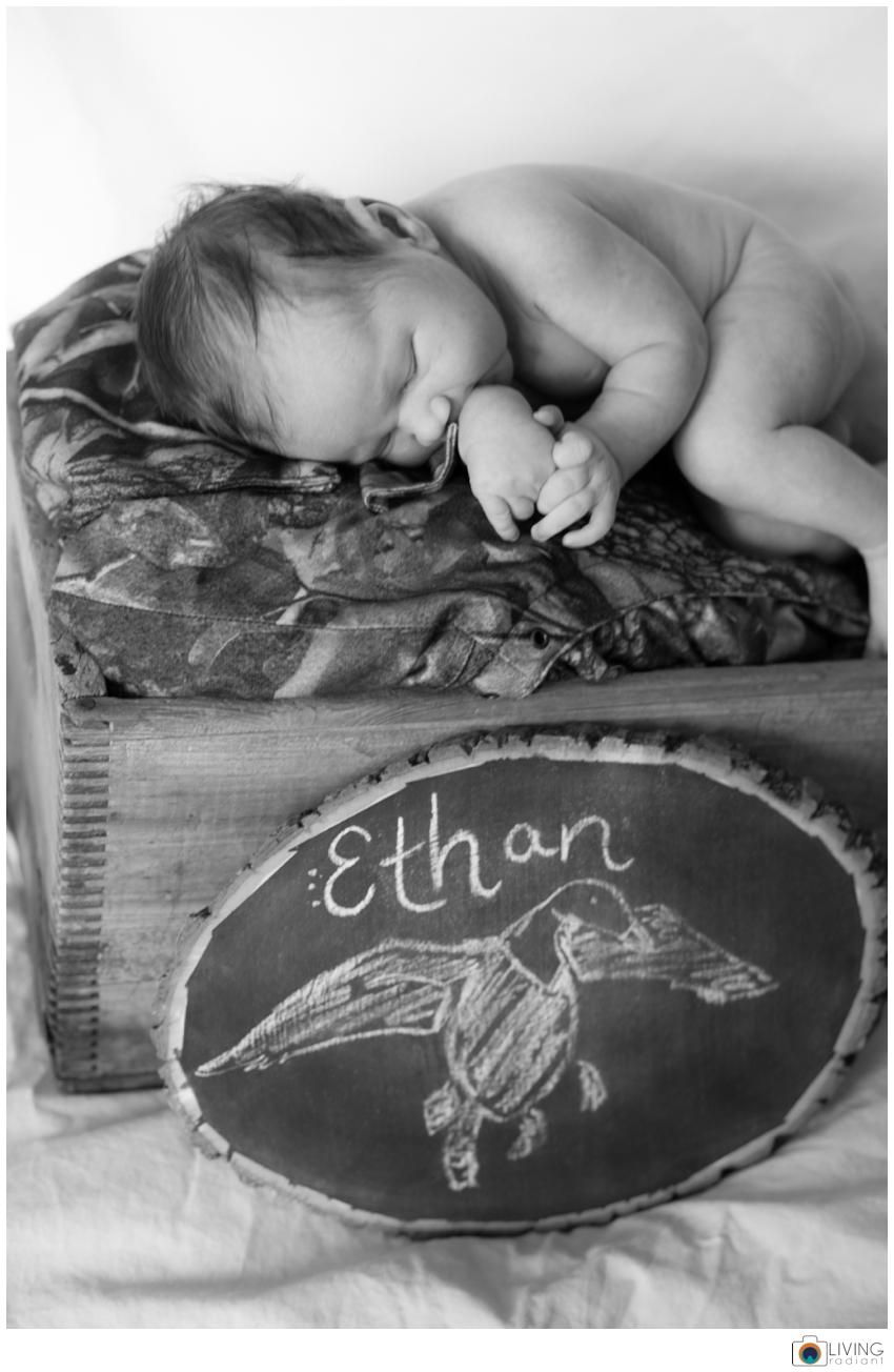 Ethan-Mentzer-Newborn-June-2014-Stomped_0026.jpg