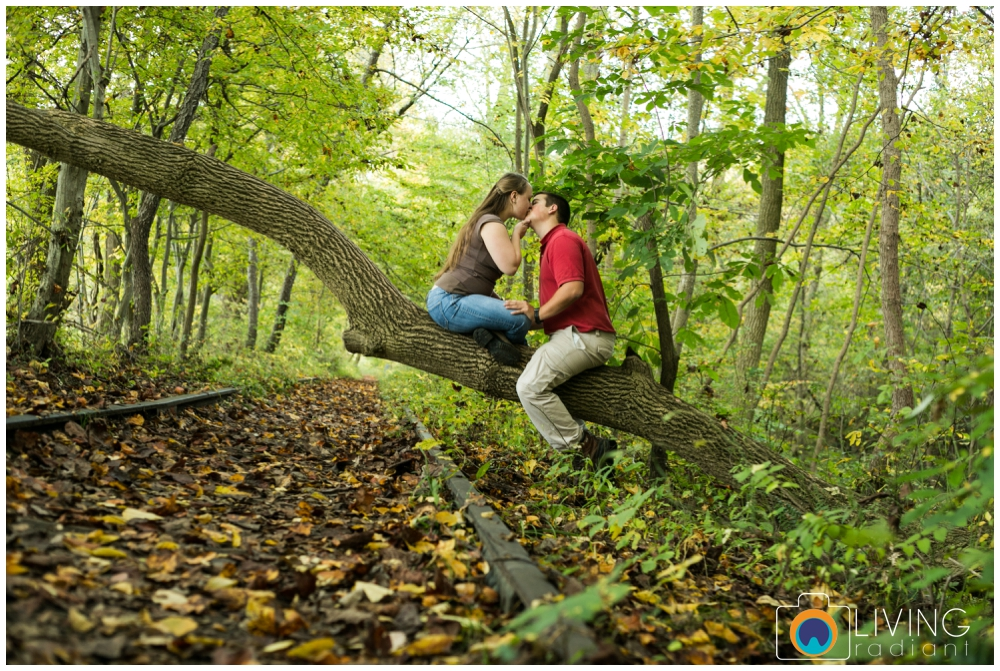 holley-ray-engaged-outdoor-engagement-session-woods-water-state-park-living-radiant-photography_0001.jpg