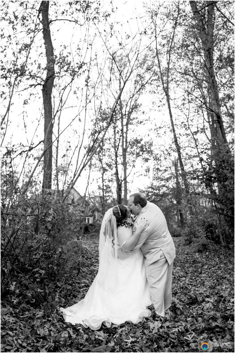 Kevin-Cassie-Pennsylvania-Littlestown-Chapel-Wedding-Living-Radiant-Photography_0028.jpg