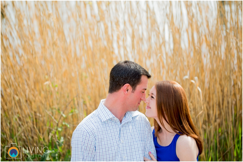 stephanie-tim-engagement-session-canton-downtown-inner-harbor-patterson-park-outdoor-wedding-living-radiant-photography-engagement-session-photography_0005.jpg