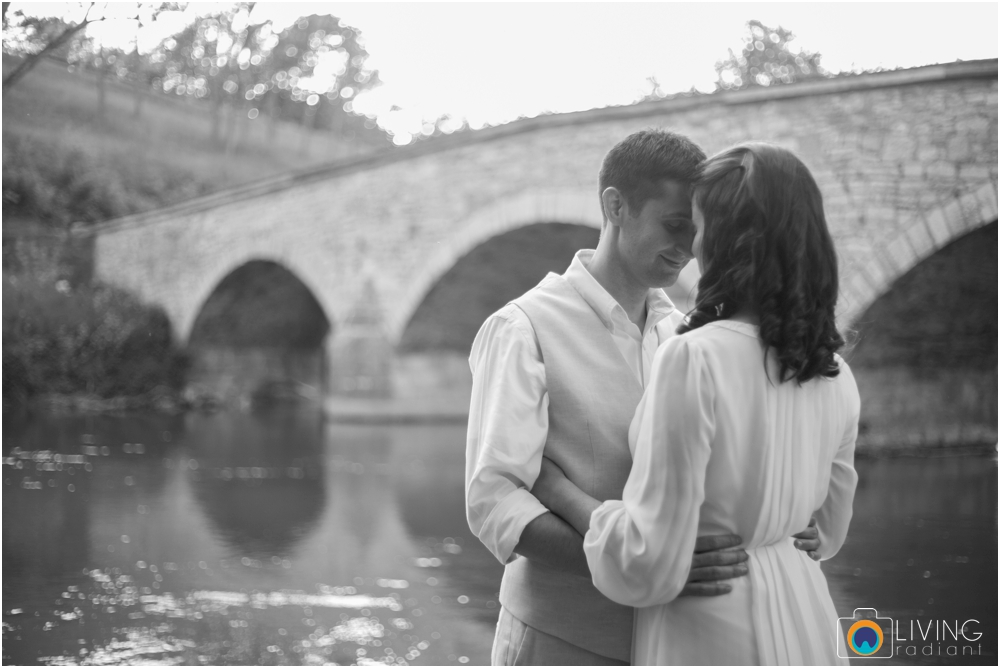 heather-carlos-outdoor-Antietam-National-Battlefield-engagement-session-living-radiant-phootgraphy-best-maryland-wedding-photographer_0017.jpg