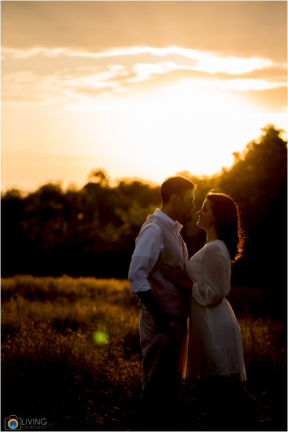 heather-carlos-outdoor-Antietam-National-Battlefield-engagement-session-living-radiant-phootgraphy-best-maryland-wedding-photographer_0019.jpg