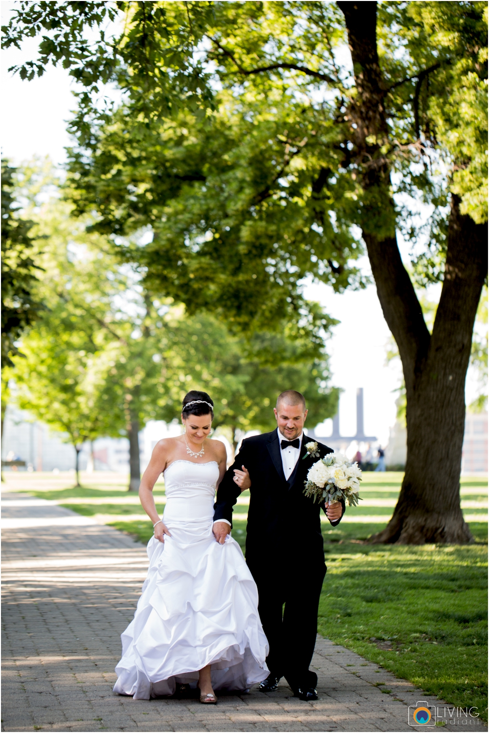 jessica-kevin-mcnally-AVAM-american-visionary-art-museum-downtown-federal-hill-baltimore-inner-harbor-wedding-living-radiant-photography-maggie-patrick-nolan_0051.jpg