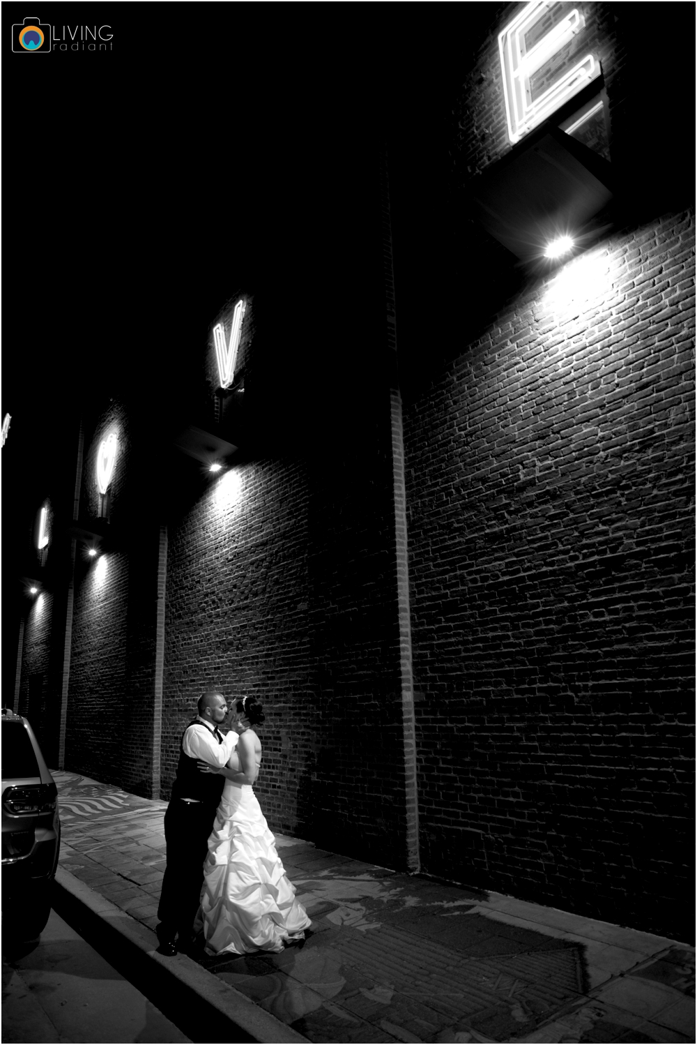 jessica-kevin-mcnally-AVAM-american-visionary-art-museum-downtown-federal-hill-baltimore-inner-harbor-wedding-living-radiant-photography-maggie-patrick-nolan_0117.jpg