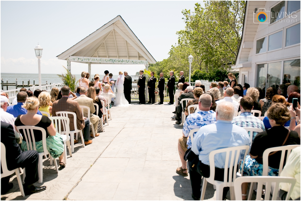 Kurtz's-Beach-Waterfront-Weddings-Outdoor-Living-Radiant-Photography-Maryland-Photos-Connie-Duane_0022.jpg