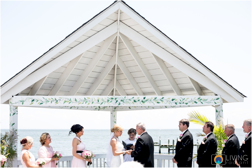 Kurtz's-Beach-Waterfront-Weddings-Outdoor-Living-Radiant-Photography-Maryland-Photos-Connie-Duane_0028.jpg