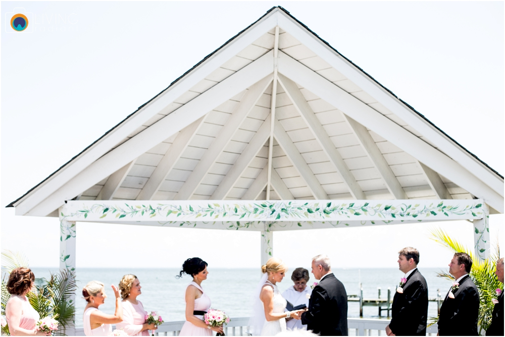 Kurtz's-Beach-Waterfront-Weddings-Outdoor-Living-Radiant-Photography-Maryland-Photos-Connie-Duane_0030.jpg