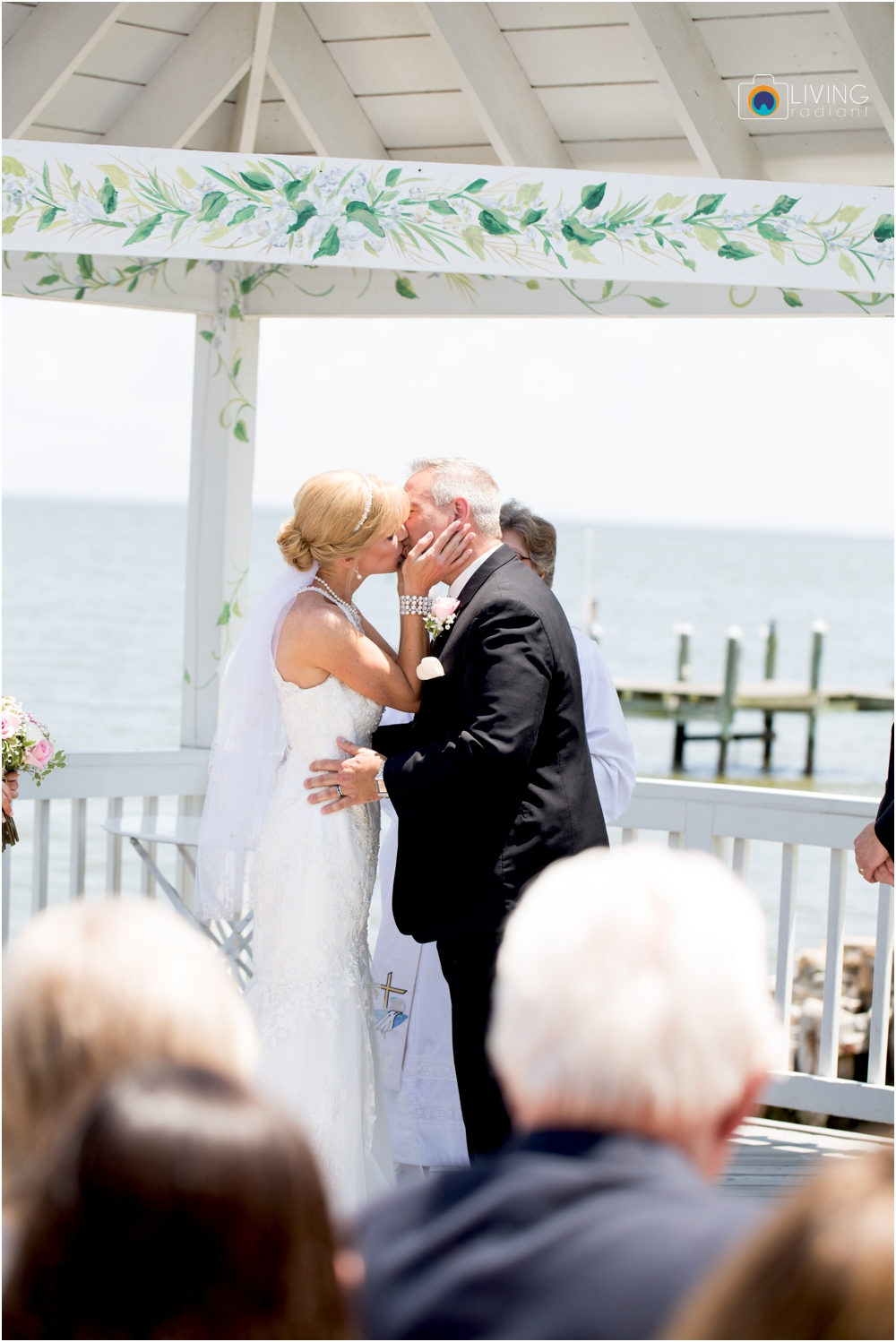 Kurtz's-Beach-Waterfront-Weddings-Outdoor-Living-Radiant-Photography-Maryland-Photos-Connie-Duane_0033.jpg