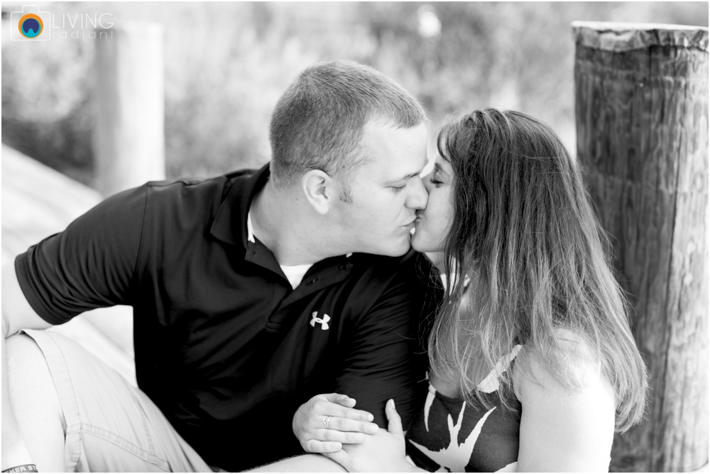 St.-Michaels-Engagement-Wedding-Photography-Living-Radiant-Photography-on-the-water-photos-Megan-Kevin_0025.jpg