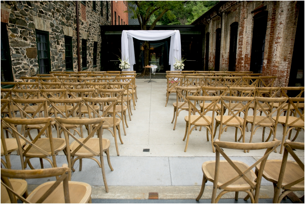 A Gold & White Baltimore Wedding at Mt Washington Mill Dye House Living Radiant Photography_0012.jpg