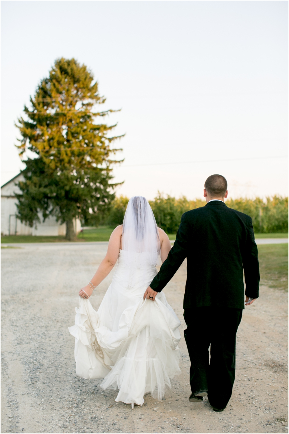 Welker Round Barn Farm Market Outdoor Wedding Living Radiant Photography-65_0125.jpg
