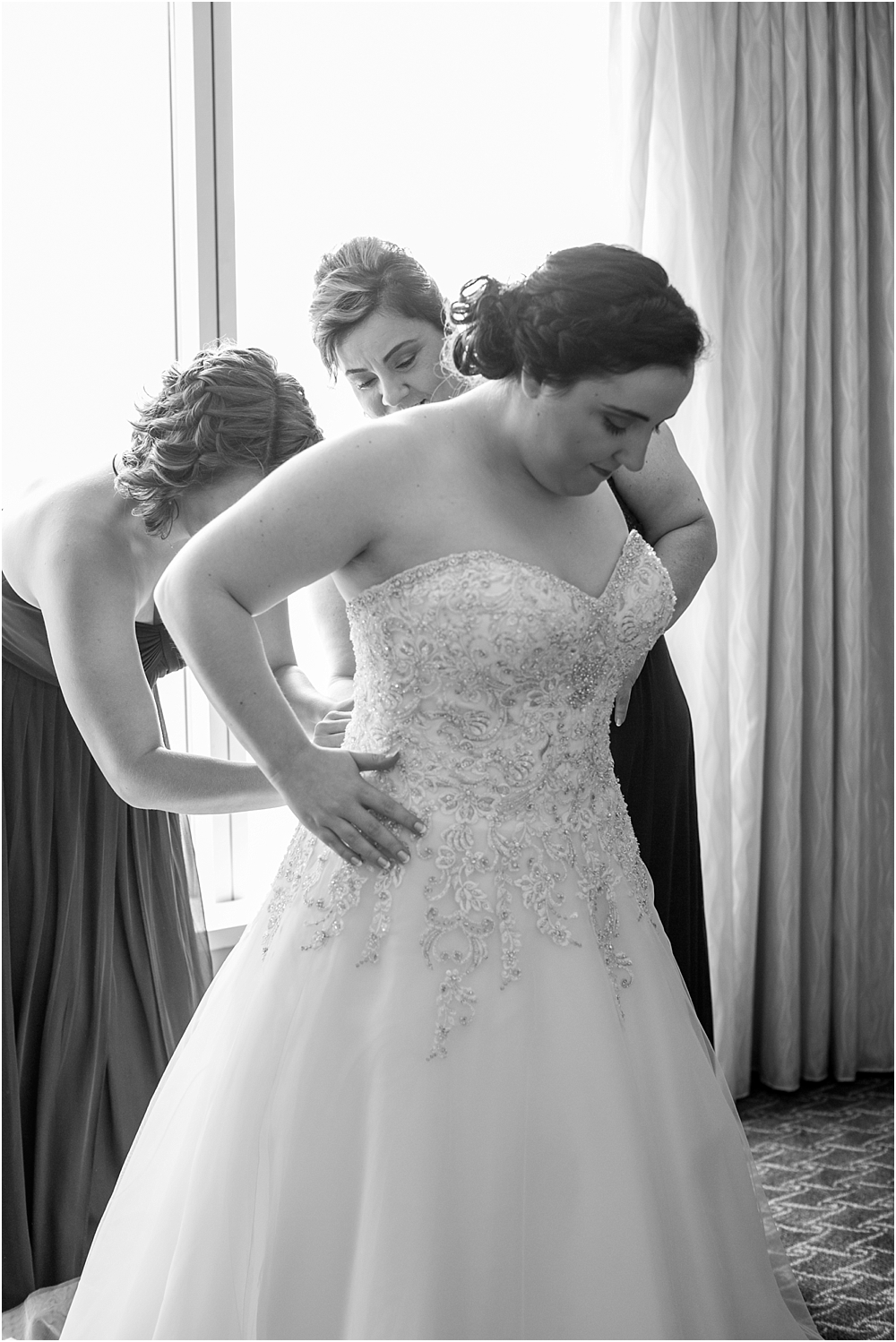 baltimore marriott waterfront wedding living radiant photograpy victoria clausen florals fiscus photos_0024.jpg
