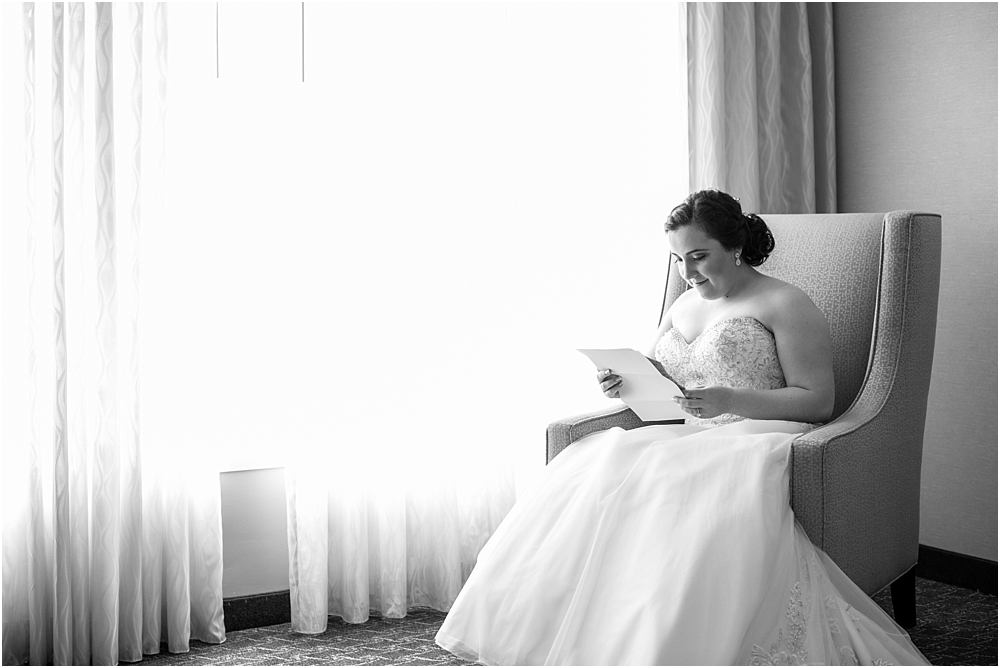 baltimore marriott waterfront wedding living radiant photograpy victoria clausen florals fiscus photos_0033.jpg